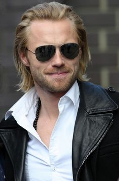 Ronan Keating Photo - Celebs Leaving GMTV Studios In London