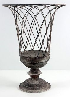 Incroyable Terrace French Wire Garden Urn This Would Be Really Pretty Painted Copper  And Putting A Jewel Toned Glass Hurricane In It.
