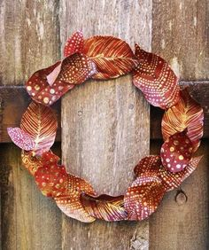 DIY Projects: Pretty DIY Fall Wreaths Beautiful DIY fall wreaths to make this year! So many fun DIY projects to decorate for the upcoming fall months. Over 20 ideas! Diy Fall Wreath, Autumn Wreaths, Wreath Ideas, Gold Wreath, Tulle Wreath, Burlap Wreaths, Spring Wreaths, Summer Wreath, Mesh Wreaths
