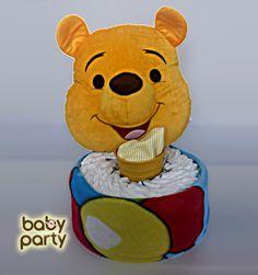 Plienková Torta s usmiatym macom Pú sa skladá z 25 kusov plienok (Happy č. 2), macko Pú set (detská deka a vankúš) a detské body.