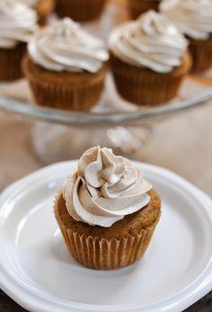 Paleo Zucchini Almond Cupcakes with Cinnamon Maple Frosting   www.themodernbuttery.com
