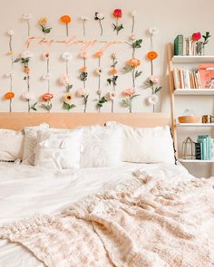 Bohemian Style Ideas For Bedroom Decor Design Cute Room Decor, Flower Room Decor, Room Ideas Bedroom, Bedroom Decor, Bedroom Inspo, Teen Bedroom, Room Ideias, Aesthetic Room Decor, Home Decor Ideas