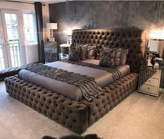 These 4 Living Room Trends for 2019 – Modells. Dream Rooms, Dream Bedroom, Home Bedroom, Bedroom Furniture, Bedroom Decor, Elegant Home Decor, Elegant Homes, Home Goods Chairs, Dreams Beds