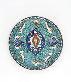 Dish mid-16th century Ottoman period Stone-paste painted under transparent glaze H: 4.4 W: 27.0 cm Iznik, Turkey