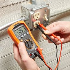 A Guide to Multimeters and How to Use Them - Home repair Multimeters are a super-handy tool, and they are easier to use than you think. Home Electrical Wiring, Electrical Projects, Electrical Engineering, Home Wiring, Electrical Tester, Electrical Installation, Chemical Engineering, Diy Home Repair, Garage Tools