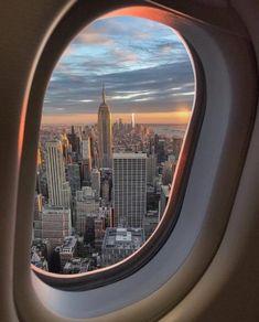 New York City Cheap Travel New York Life, Nyc Life, City Aesthetic, Travel Aesthetic, Adventure Aesthetic, Aesthetic Vintage, Aesthetic Girl, Night Aesthetic, Aesthetic Anime
