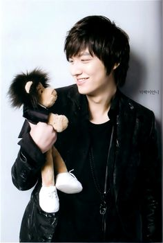 Lee Min Ho and the monkey in Personal Taste
