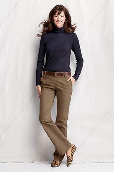 Blusa Navy, pantalon cafe y accesorios piel marron