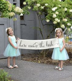 Here Comes The Bride Sign Banner Burlap Wedding Bunting Flag – Ring Bearer Sign, Flower Girl Sign, Wedding Sign / Rustic Decor / Outdoor - Hochzeit Flower Girls, Fall Flower Girl, Flower Girl Outfits, Flower Girl Signs, Rustic Wedding Signs, Wedding Pics, Wedding Bells, Dream Wedding, Wedding Day