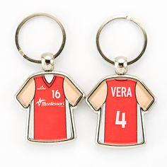 #llaverocamiseta de tu #equipo de #baloncesro con tu #camiseta convertida en #llavero #personalizado