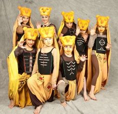 "lionesses - costume ideas skirts with splits and ""cape"" behind them Lion King Play, Lion King Show, Nala Lion King, Disney Lion King, Lion King Broadway, Lion King Musical, Broadway Costumes, Theatre Costumes, Cool Costumes"