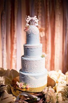 結婚式は、あなたとパートナーのふたりでつくりあげる、世界にひとつだけの特別なイベント。会場どこにしようか?お式はチャペルで?それともやっぱりディズニーパークに!ウエディングドレスはどんなのが似合うかし