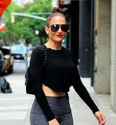 ae219bc9d1217  QUAYAUSTRALIA - SHAY MITCHELL COLLECTION The QUAY AUSTRALIA VIVIENNE glam  oversized aviators feature a metal