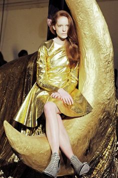 mikapoka: voyage dans la lune - Stine Goya is the Danish multi-awarded designer who founded her eponymous label in Copenhagen I Love Fashion, Fashion Show, Golden Army, Copenhagen Fashion Week, Catwalk Fashion, Your Style, Stylists, That Look, Vintage Fashion