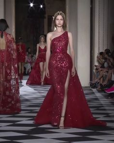 Shoulder Dress videos Zuhair Murad Look 16 Gorgeous Embellished One Shoulder Slip and Slit One Shoulder Sheath Evening Maxi Dress / Evening Gown with Open Back, Spaghetti Straps and a Train. Couture Fall Winter Collection Runway by Zuhair Murad Elegant Dresses, Nice Dresses, Formal Dresses, Maxi Dresses, Zuhair Murad, Style Couture, Couture Fashion, Moda Fashion, Mode Outfits
