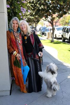 Boho Style Clothing : These two boho beauties are still killing it in their older years! Love it! Mundo Hippie, Estilo Hippie, Fashion Over 50, Look Fashion, Street Fashion, Mature Fashion, Bohemian Style, Boho Chic, Hippie Chic