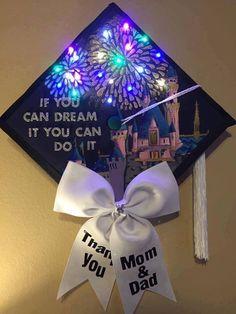 Disney Graduation Cap, Funny Graduation Caps, Graduation Cap Designs, Graduation Cap Decoration, Graduation Diy, High School Graduation, Nursing Graduation, Graduation Pictures, Decorated Graduation Caps