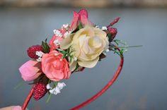Zahradní víla - čelenka Floral Wreath, Wreaths, Home Decor, Floral Crown, Decoration Home, Door Wreaths, Room Decor, Deco Mesh Wreaths, Home Interior Design