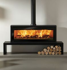 The Stovax Riva Studio 3 Freestanding wood burning stove is a high performing wood burning stove only stove with an innovative design. With a powerful heat output the Riva Studio 2 wood burning stove will provide plenty of heat for a large Wood Burning Stove Insert, Contemporary Wood Burning Stoves, Modern Stoves, Wood Burner Fireplace, Living Room Wood Floor, Living Rooms, Freestanding Fireplace, Fireplace Design, Fireplace Gallery