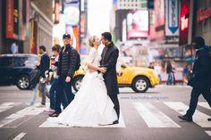 """Fotobombe: US-Schauspieler Zach Braff (38), Star der Krankenhausserie """"Scrubs"""", hat sich in New York auf das Foto eines deutschen Hochzeitspaares geschlichen. Mehr dazu hier:  http://www.nachrichten.at/nachrichten/society/Scrubs-Star-Zach-Braff-schlich-sich-auf-Hochzeitsfoto;art411,1247833 (Bild: Sascha Reinking)"""