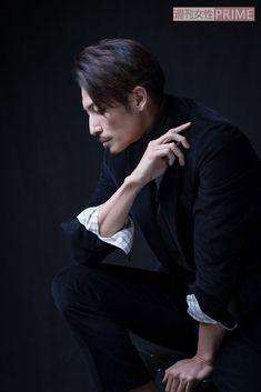芥川賞作家・中村文則のサスペンス小説を映画化した『悪と仮面のルール』で、主演を務めた玉木宏(37)。愛する人を守るため、顔を変え過去を捨てた殺人者役という難しい役に挑戦している。