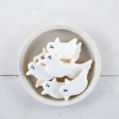 Create these adorable Ghost Sugar Cookies for all your ghouls and goblins this Halloween