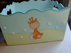 Caja decorada con tecnica de decoupage y detalles pintados a mano. Muy amplia, mide 25 cm x 15 cm. Esta totalmente barnizada con barniz al... Baby Shawer, Bebe Baby, Baby Nursery Decor, Baby Decor, Wooden Toy Boxes, Decoupage Wood, Kit Bebe, Baby Painting, Letter A Crafts