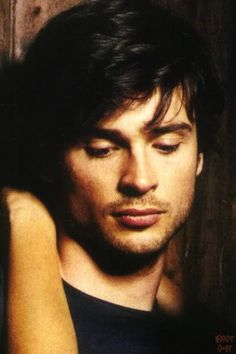 Tom Welling Photo: This Photo was uploaded by Klitzeklein. Find other Tom Welling pictures and photos or upload your own with Photobucket free image and. Lois E Clark, Clark Kent, Smallville Comics, Smallville Quotes, Tom Welling Smallville, Free Images For Blogs, King Tom, Archangel Uriel, Christopher Reeve