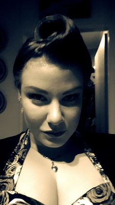 Selfie, huge victory roll, victoryroll, pin up, pinup