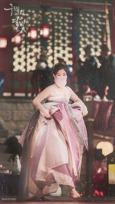 Kim Yoo Jung in the drama Moonlight drawn by clouds Korean Hanbok, Korean Dress, Korean Outfits, Korean Traditional Dress, Traditional Dresses, Moonlight Drawn By Clouds Wallpaper, Kim Yu-jeong, Park Bogum, K Drama