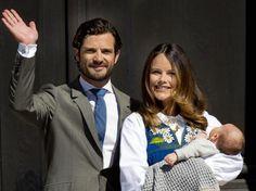 Am 6. Juni (schwedischer Nationalfeiertag) öffneten eine glücklich lächelnde Prinzessin Sofia mit ihrem Baby Alexander auf dem Arm und Carl Philip von Schweden die Pforten zum Tag vom