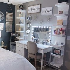 Bedroom Decor For Small Rooms, Cute Bedroom Decor, Bedroom Decor For Teen Girls, Teen Room Decor, Room Ideas Bedroom, Teen Bedroom Layout, Small Bedroom Ideas For Teens, Classy Bedroom Ideas, Room Ideas For Girls