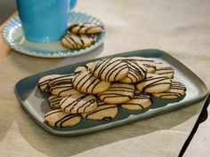 Food network recipes 123919427235843896 - Get Dark Chocolate Chai Cookies Recipe from Food Network Source by jacquiegiusti Chai Cookies Recipe, Tea Cookies, Best Dessert Recipes, Cookie Recipes, Bar Recipes, Food Network Trisha Yearwood, Food Network/trisha, Shortbread Cake, Taco Pizza