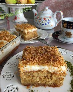 Görüntünün olası içeriği: yiyecek Coffee Bar Station, Turkish Recipes, Ethnic Recipes, Pan Sizes, Tiramisu, Cake Recipes, Food And Drink, Sweets, Baking