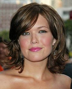 Hairstyles for Women In Their 40s Love her hair style and color!
