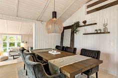 Miete Ferienhaus 11148 in Udsigtsvangen 12, Nyköbing Seeland Danish Interior Design, Conference Room, Table, Furniture, Home Decor, Cottage House, Decorating, Decoration Home, Room Decor