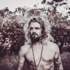 "- Xavier Rudd (@xavierruddofficial) auf Instagram: ""2 shows in sacred Bali this week.. 26th Bali spirit fest in Ubud and march 30th at the amazing…"" Xavier Rudd, Aboriginal People, Ubud, Singer, 30th, Bali, March, Spirit, Tattoos"