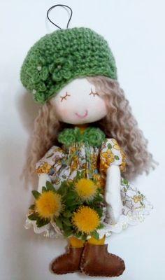 ストラップ付ドール(ミモザ) 「mic567様ご予約済」 Art Dolls, Crochet Hats, Textiles, Tips, Handmade, Knitting Hats, Hand Made, Fabrics, Textile Art