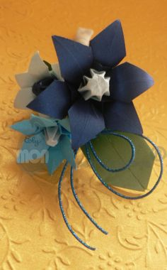 Boutonniere para Novio y Padrino Origami y Mizuhiki Craft Flowers, Flower Crafts, Kirigami, Paper Crafts, Bridal Headpieces, Weddings, Tissue Paper Crafts, Paper Craft Work, Papercraft