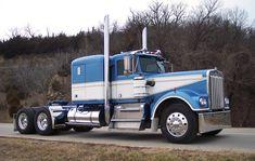 Much like a truck I drove back in the early I love it! Big Rig Trucks, Semi Trucks, Cool Trucks, Peterbilt 359, Kenworth Trucks, Custom Big Rigs, Custom Trucks, Silverado 4x4, Trailers