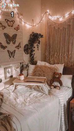 Dorm Room Designs, Room Design Bedroom, Room Ideas Bedroom, Decor Room, Decorations For Room, Doorm Room Ideas, Cozy Bedroom Decor, College Bedroom Decor, Warm Bedroom
