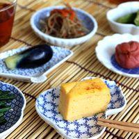 色んな形をちょっとずつね。豆皿のある素敵な食卓風景。