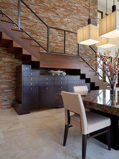 Escada com gaveteiro embaixo