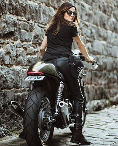 Cafe Racer Girl Biker Chick 99 Shared by Motorcycle Fairings - Motocc Lady Biker, Biker Girl, Motard Sexy, Scooter Moto, Triumph Cafe Racer, Triumph Bikes, Cafe Racers, Chicks On Bikes, Motorbike Girl