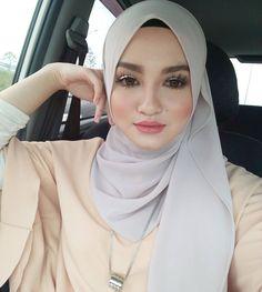 hijabi life #cucimata Girl Hijab, Hijab Outfit, Muslim Girls, Muslim Women, Muslim Fashion, Hijab Fashion, Sukabumi, Hijab Tutorial, Covergirl