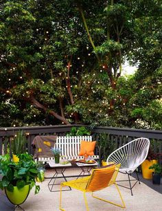 deco terrasse guirlandes lumineuses salon jardin blanc jaune #exterior #garden