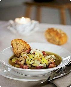 Dublin Coddle piatto unico tipicamente irlandese a base di verdure e carne.