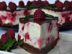 Cheesecake rece cu ciocolata si zmeura - CAIETUL CU RETETE Food Cakes, Cheesecakes, Cookie Recipes, Food And Drink, Healthy Eating, Pudding, Sweets, Candy, Cookies