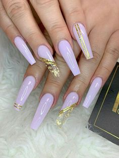Beautiful Light Purple Coffin Nails Long With Gold Foil Design! Light Purple Nails, Purple Acrylic Nails, Acrylic Nails Coffin Short, Coffin Shape Nails, Best Acrylic Nails, Gold Coffin Nails, Acrylic Nail Designs Coffin, Black Gold Nails, Pastel Purple