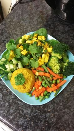 Another 1 hour workout completed! ✔ My post-workout meal today was quinoa (boiled with water + 1/2 tsp of tumeric), steamed mixed veg + broccoli, cucumbers, bed of baby spinach with tofu cooked with indian spices. ❤ Recipe for Tofu: I used 1/2 tsp of sesame oil to sauté some diced onions and fennel seeds for about 10 minutes. I then added the tofu, 1/2 tsp of cumin, 1/2 tsp of tumeric and let it all cook for a further 10 minutes. Garnish with fresh lemon juice and corriander.